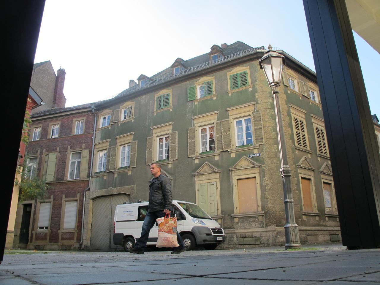 Modernes wohnen im gr nen eckhaus an sobernheims oberer for Modernes backsteinhaus