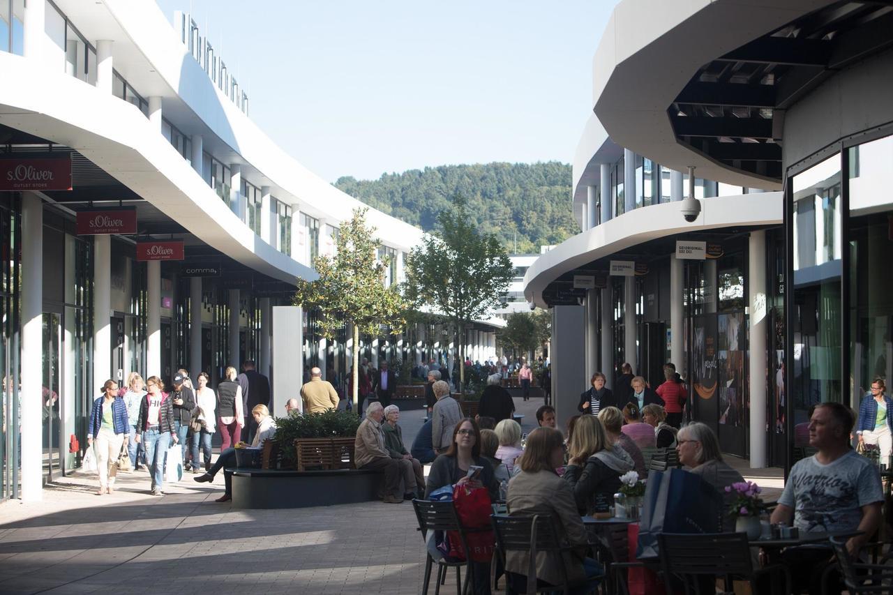 Fashion Outlet Montabaur zieht erste Bilanz: 634.000 Kunden in 100 ...