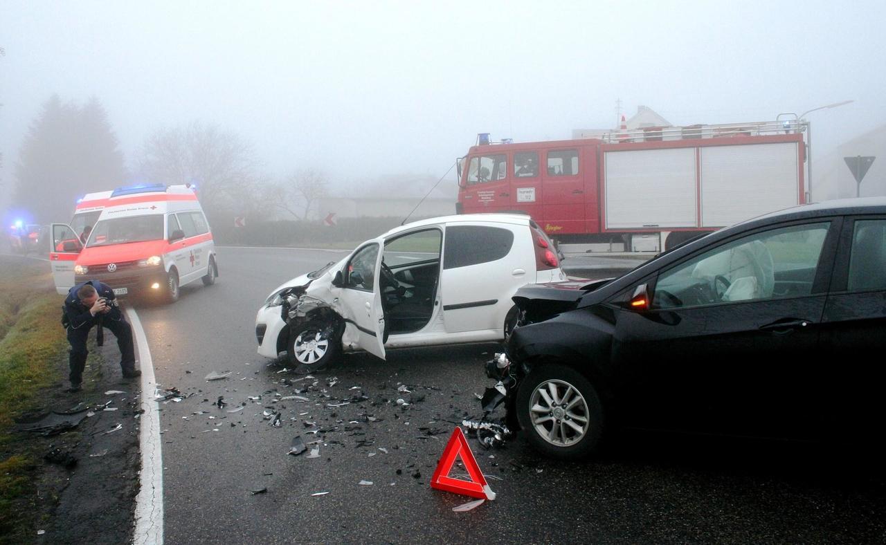 Fahrzeuge Kollidierten Auf Der B 255 Bei Obersayn Westerwälder