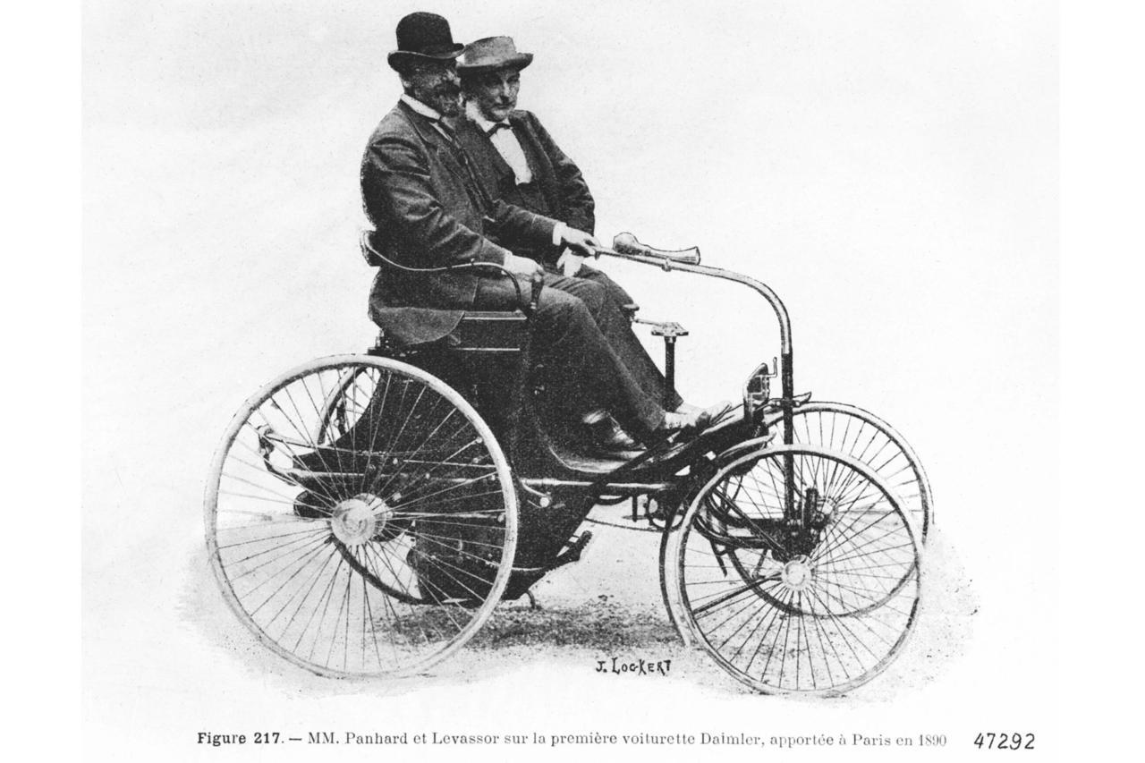mit einem dreirad lernte das auto laufen tradition 130. Black Bedroom Furniture Sets. Home Design Ideas