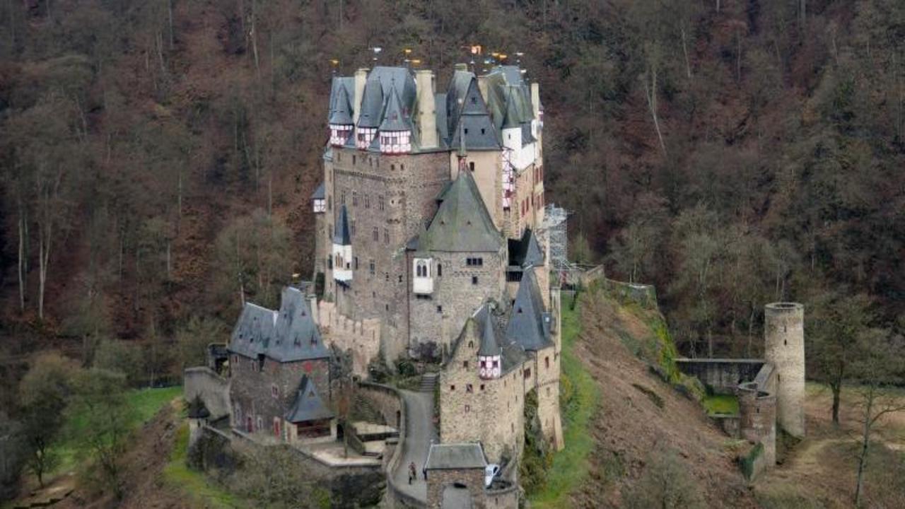Burg eltz m rchenplatz im elztal der rheinland pfalz Burg hachenburg