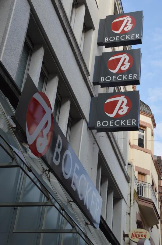 af5b9e6bc1e741 2008 übernahm die Modekette Boecker die frühere Wehmeyer-Filiale in der  Fußgängerzone. Droht jetzt das Aus