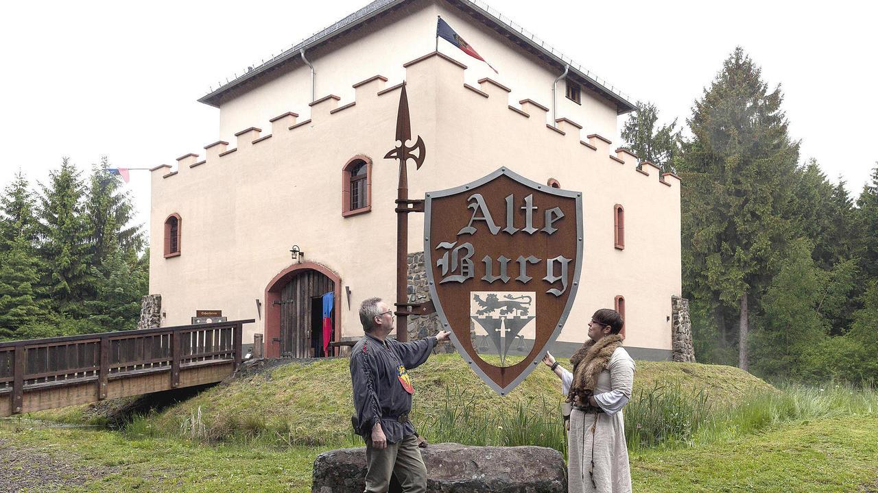 Burg rotenhain von burg zu burg gem uer die man Burg hachenburg
