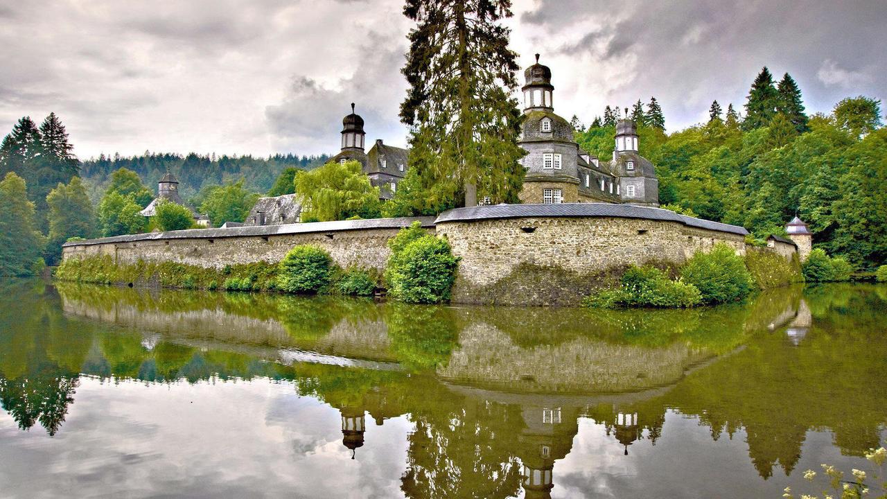 Schloss crottorf von burg zu burg gem uer die man Burg hachenburg