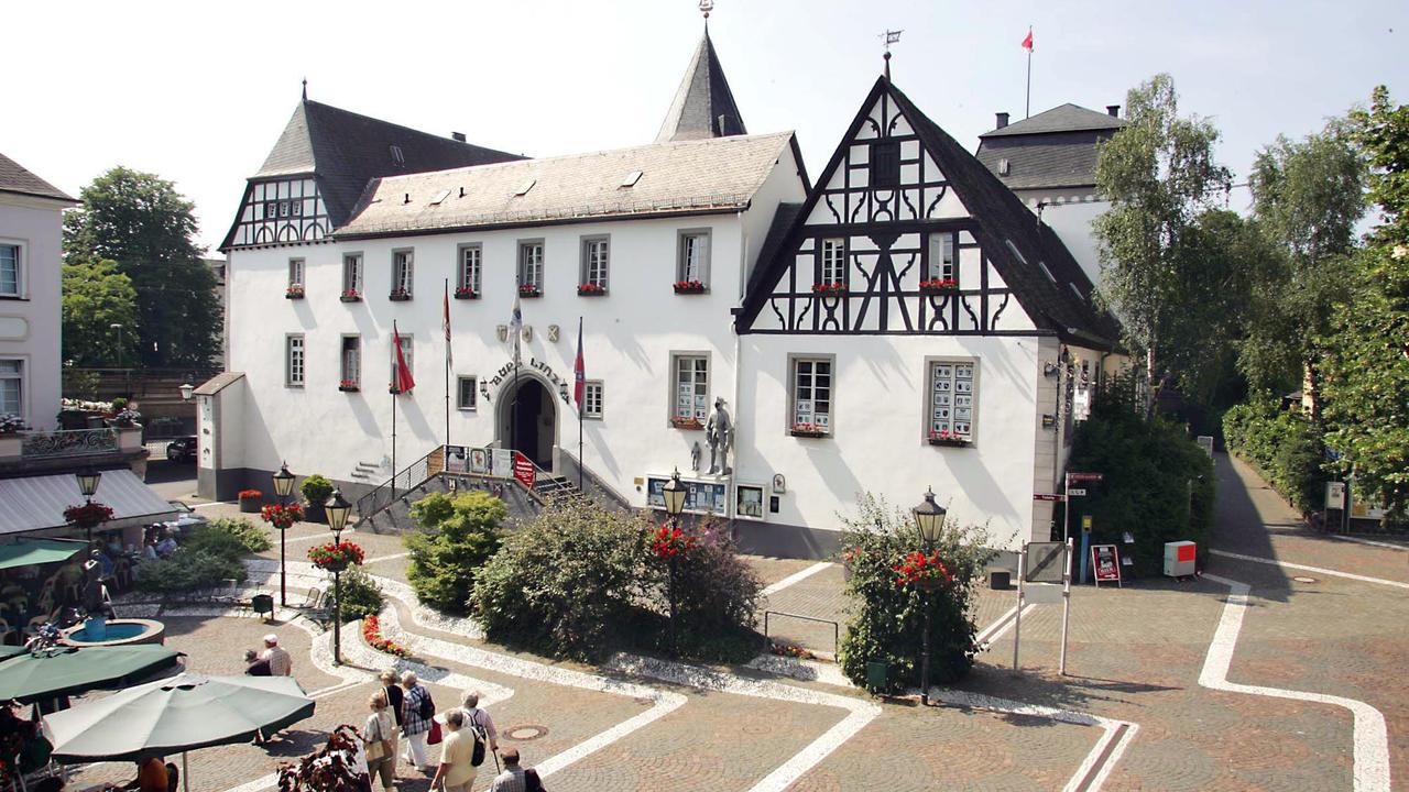 Burg linz von burg zu burg gem uer die man gesehen Burg hachenburg
