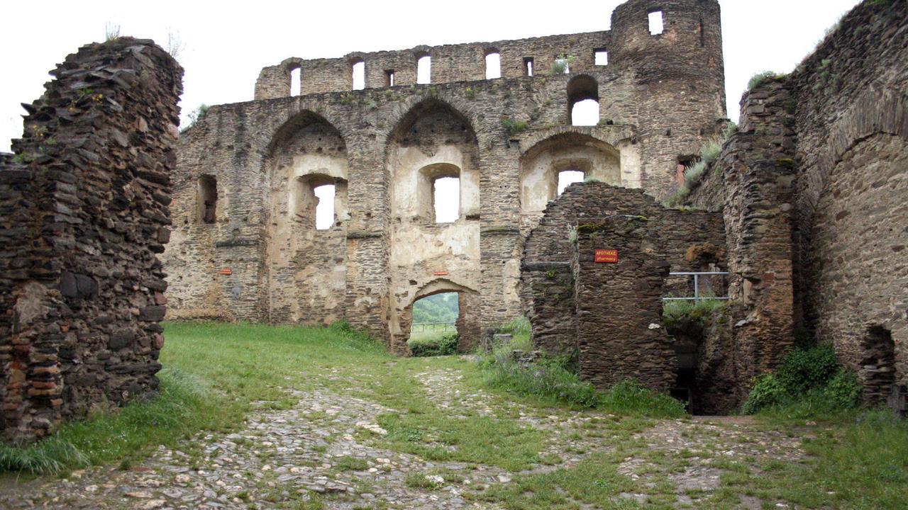 Burgruine rheinfels von burg zu burg gem uer die man Burg hachenburg