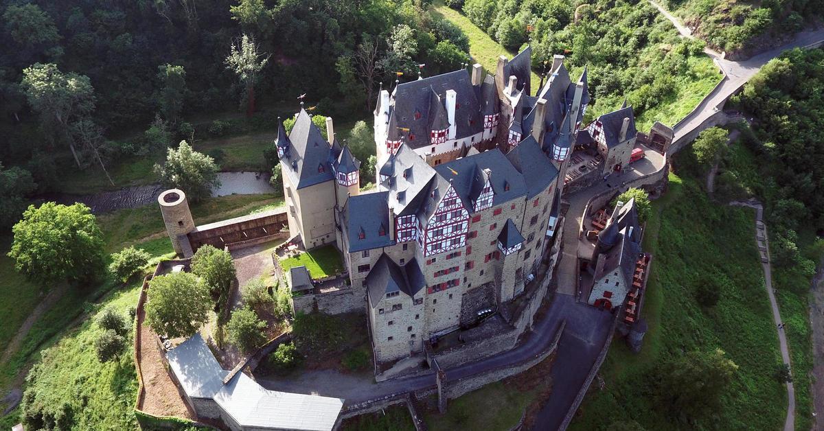 Burg eltz m rchenschloss im streit erschaffen mit rz Burg hachenburg