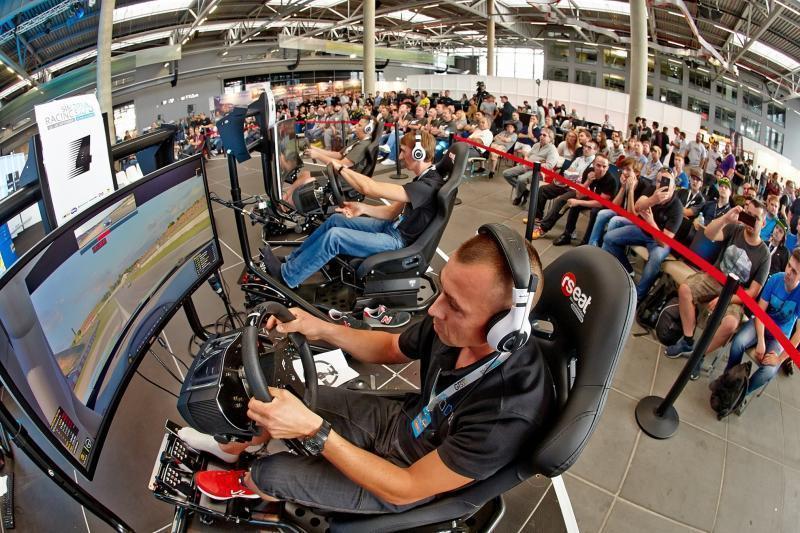 Virtuelle Autorennen am Nürburgring: Simracing-Messe zieht Europas ...
