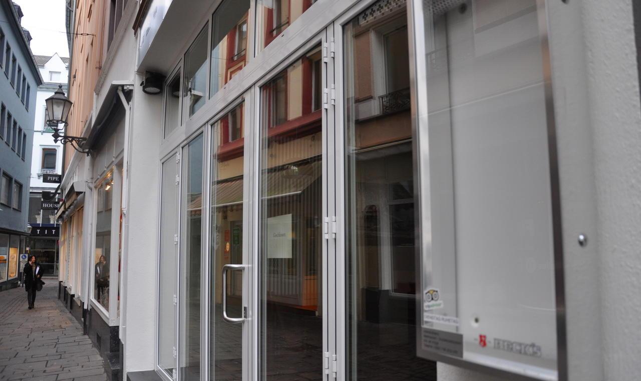 Inhaber gibt auf: Das Koblenzer Dunkel-Restaurant hat zu - Rhein ...