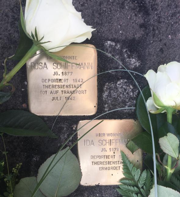 Erinnerung an drei Opfer des Naziterrors: In Birkenfeld wurden erstmals  Stolpersteine verlegt - Nahe-Zeitung - Rhein-Zeitung