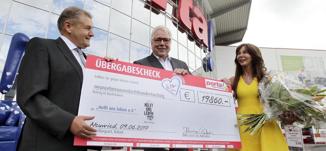 Möbelkauf Mit Herz Porta Neuwied Spendet 19 860 Euro An Helft Uns