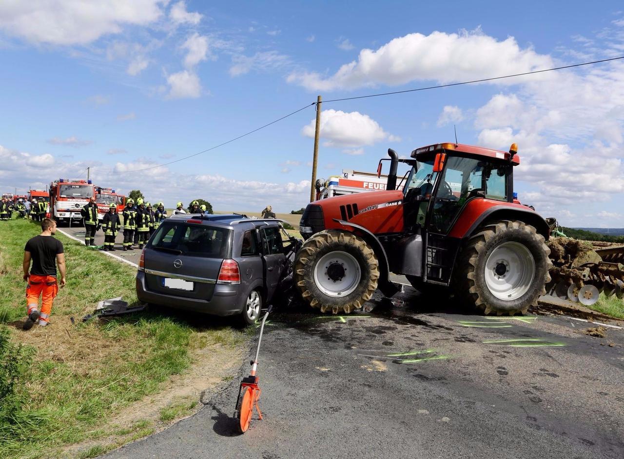 Nach tödlichem Traktor-Unfall: Gaffer machen Rettungskräfte wütend ...