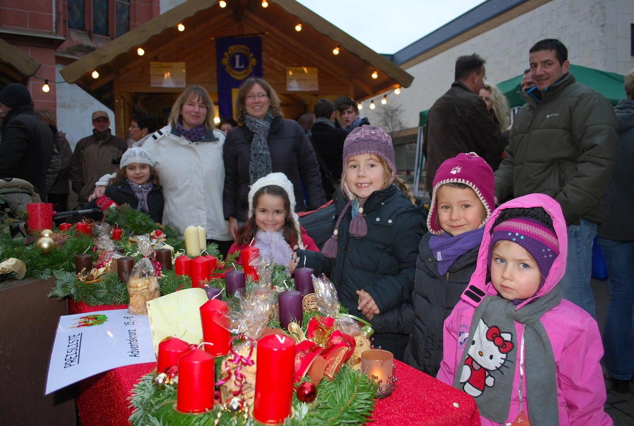 Bad Kreuznach Weihnachtsmarkt.Kirner Weihnachtsmarkt Lockte Mit Gluhweinduft Und