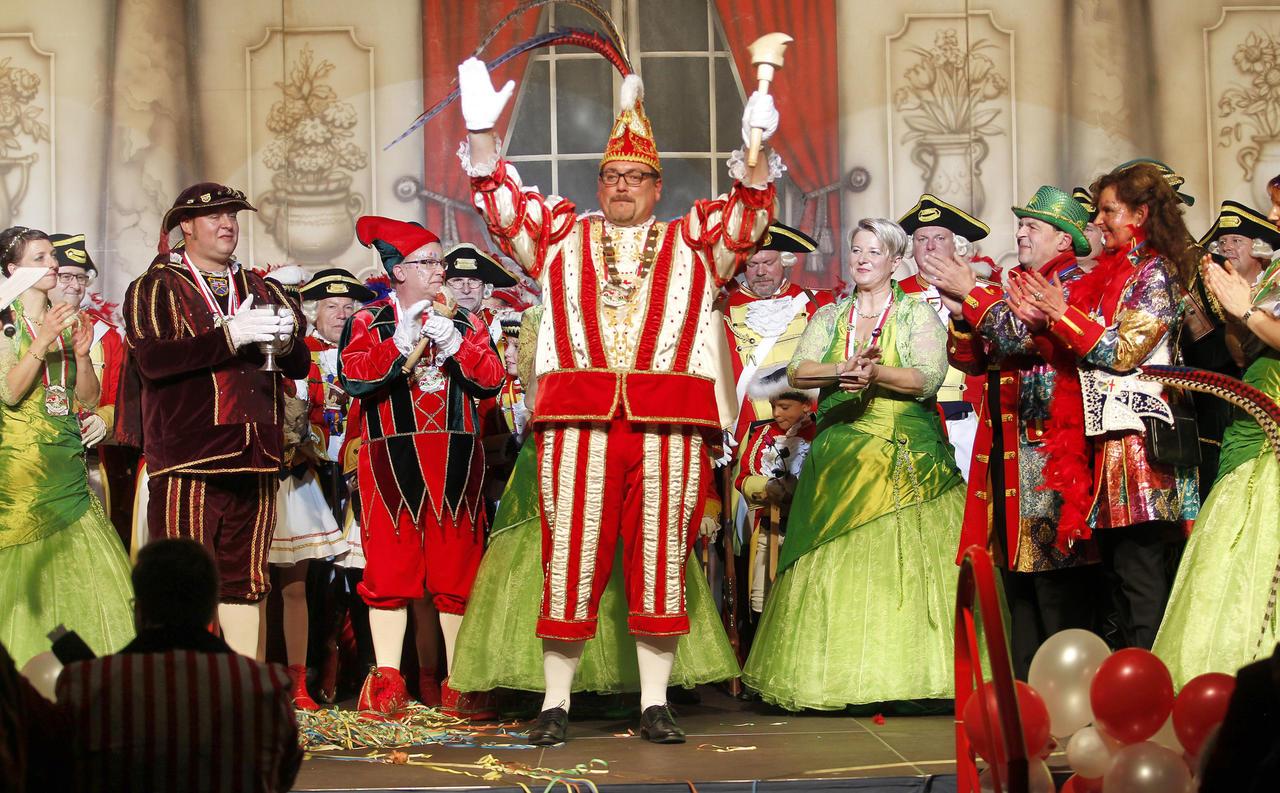 Sessionsstart in Heimbach-Weis: Prinz Kai I. schwingt das ...
