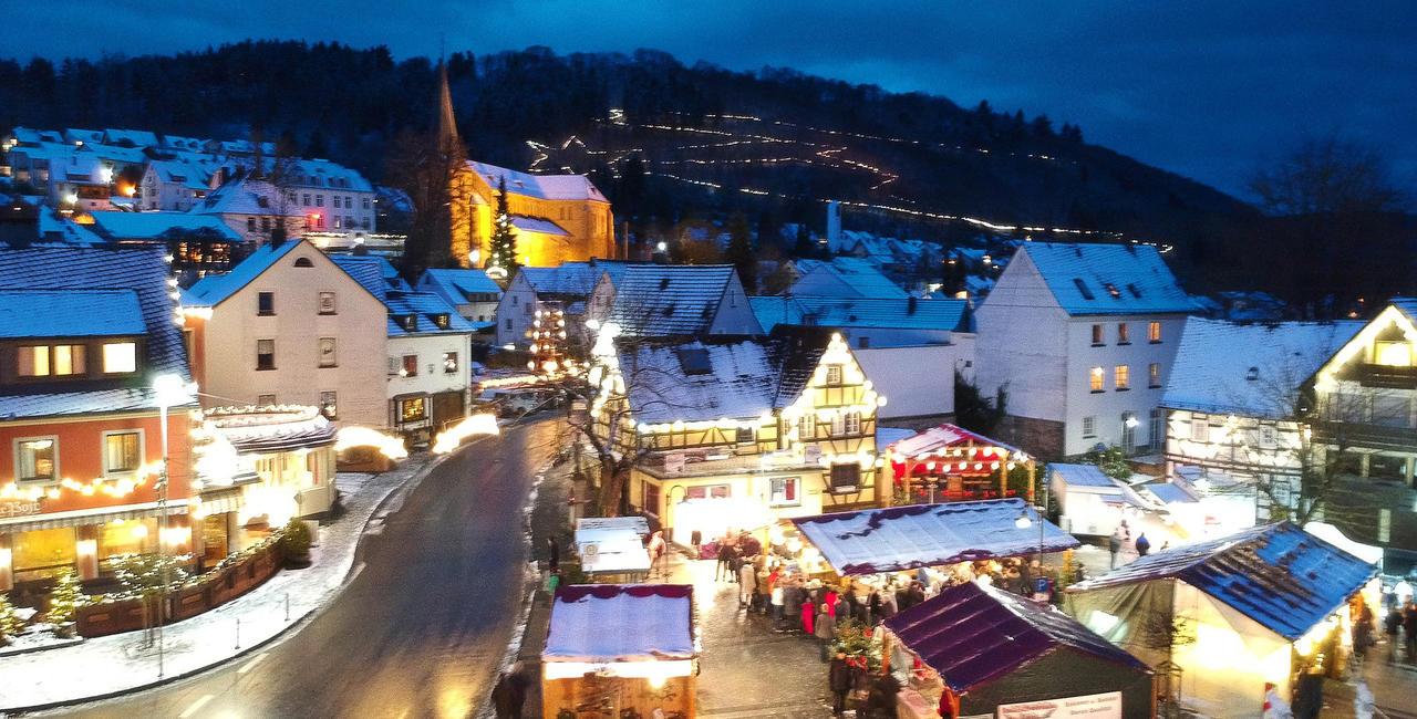 Weihnachtsdeko Straßenbeleuchtung.Hell Erleuchteter Kreis Neuwied Weihnachtsdeko Günstig Dank Led
