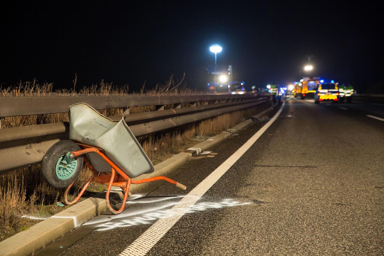 Tödlicher Unfall auf A 60: Autofahrer will verlorene Schubkarre ...