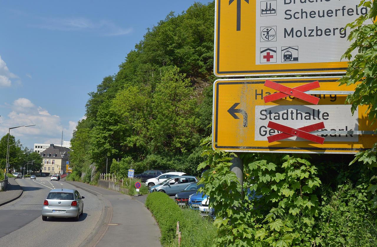 Fehlende Schilder: Umleitung wegen Brückensperrung nicht auf