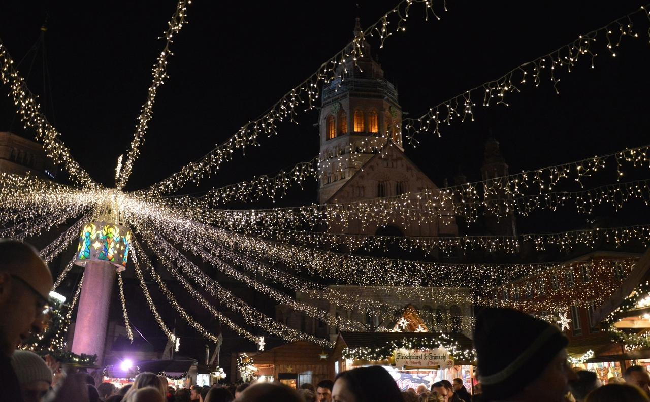 Bad Kreuznach Weihnachtsmarkt.Mainz Plus 7 Neuer Lichterhimmel Uber Weihnachtsmarkt