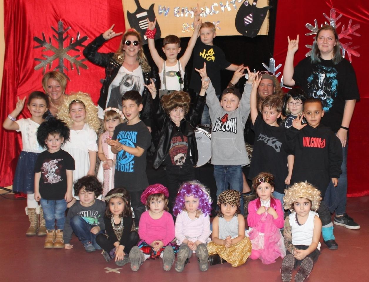 Kinder begeisterten mit glamourösem Bühnenprogramm - Koblenz ...
