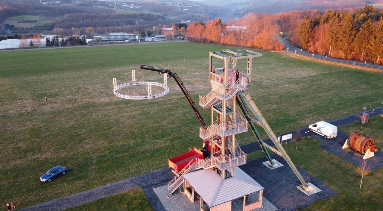 """Ein """"geschmückter"""" Barbaraturm: Adventskranz für Malberg und Umgebung"""