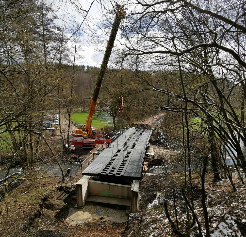 Vier Brücken montiert: Ab Mai rollen wieder Güter durch das Holzbachtal