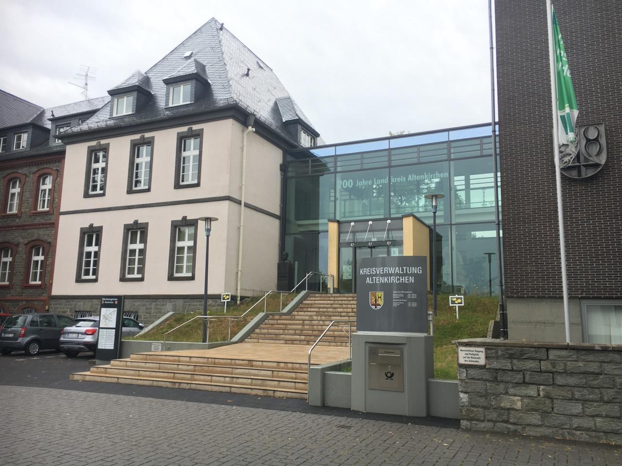 Vierstelliges Bußgeld nach Baptistenhochzeit: Kreis Altenkirchen zählt rund 400 Corona-Verstöße in diesem Jahr