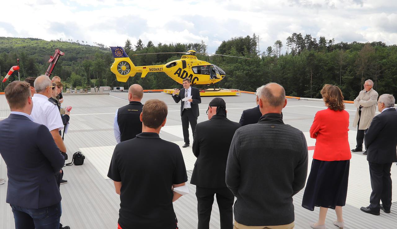 Auf dem Dach des Diakonie Klinikums Jung-Stilling: Neues Landedeck für Luftrettung installiert