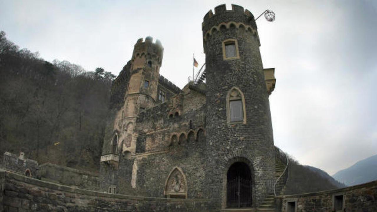 Der kleine weinprinz freut sich ber g ste mainzer Burg hachenburg
